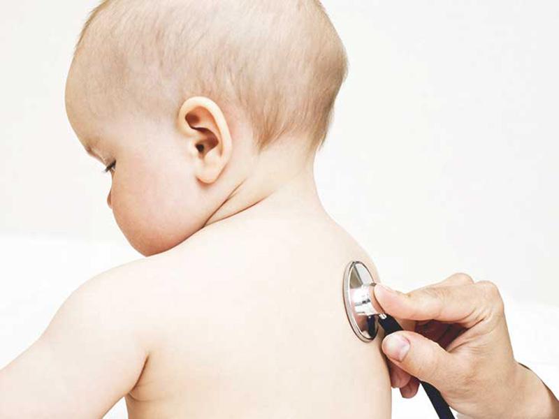 Viêm phế quản cấp ở trẻ thường diễn tiến qua 3 giai đoạn, kéo dài trong 2 - 3 tuần
