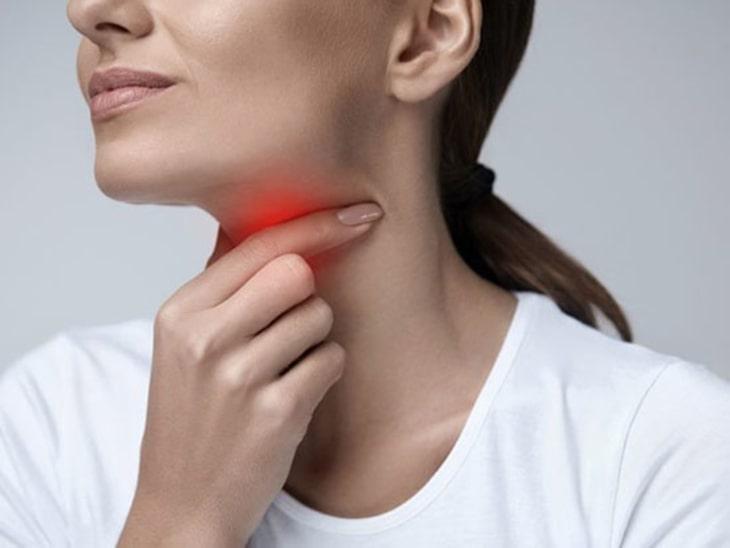 Hạn chế uống nước đá vì có thể gây viêm họng