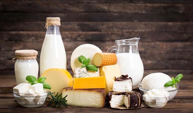 Trẻ bị viêm amidan nên ăn gì: Nên dùng sữa và các sản phẩm từ sữa
