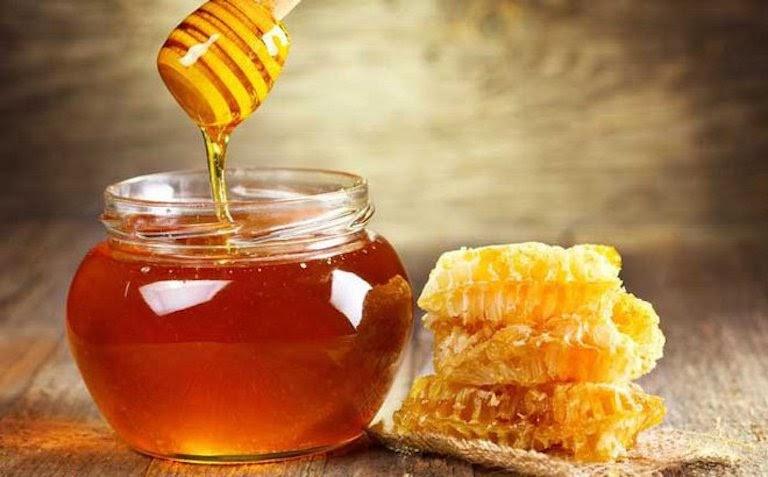 Mật ong có tính ấm, giúp kháng viêm, giảm đau dạ dày hiệu quả