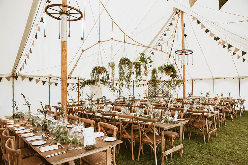petal marquee with macrame garland