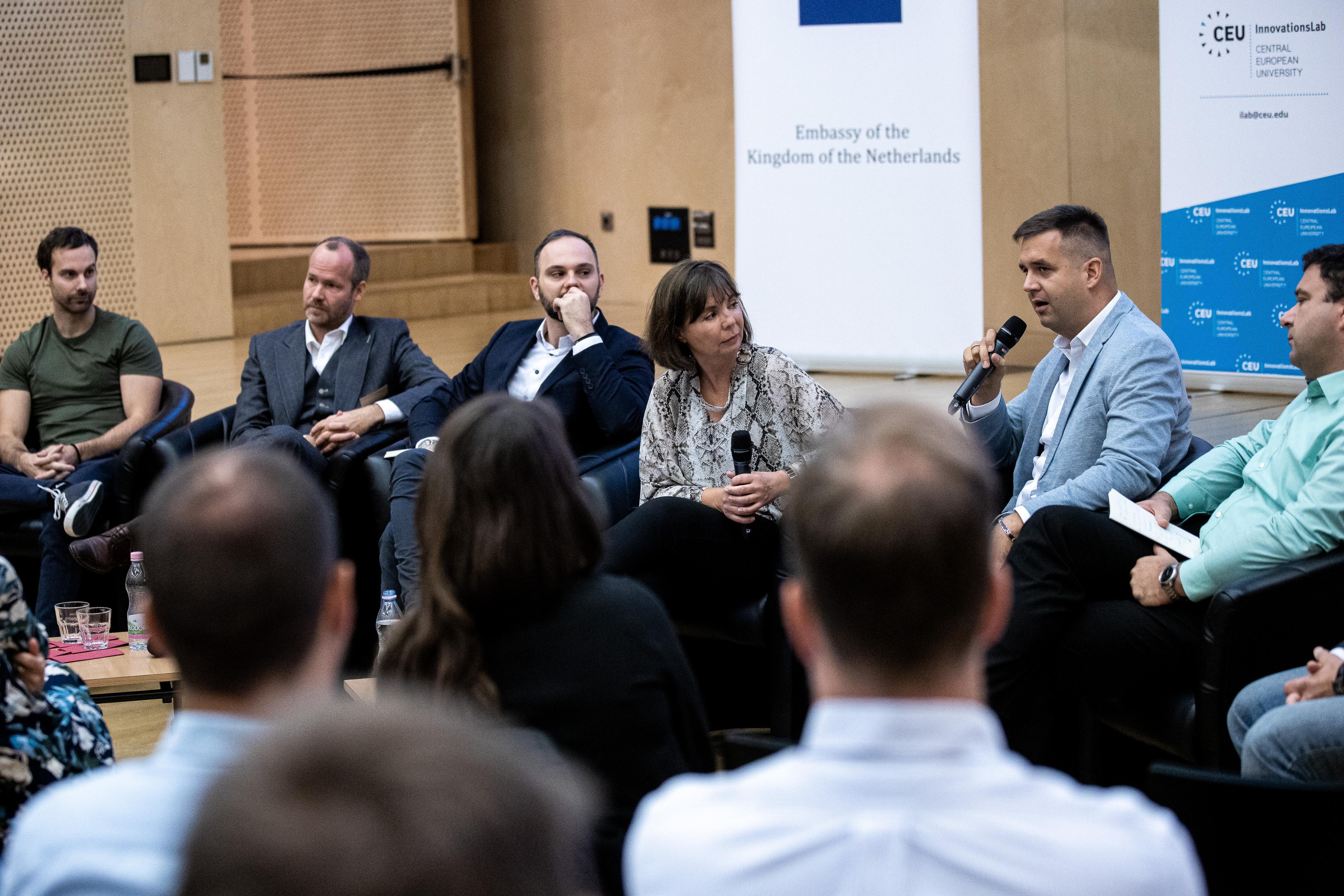 iLab director Andrea Kozma introducing the panel of innovators - Photo: CEU / Kepszerkesztoseg (Andras Dimeny)