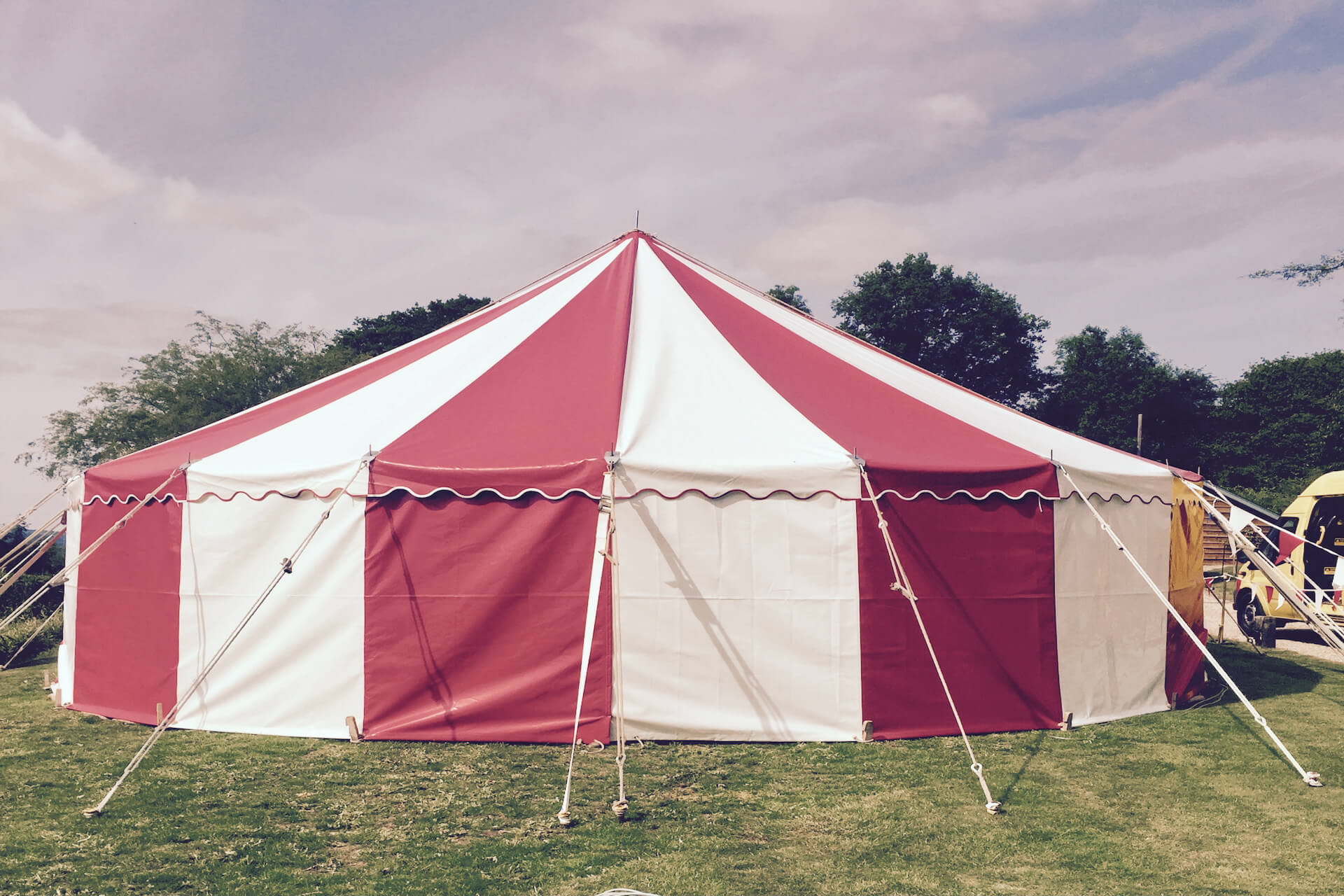 9m Red & white striped round tent