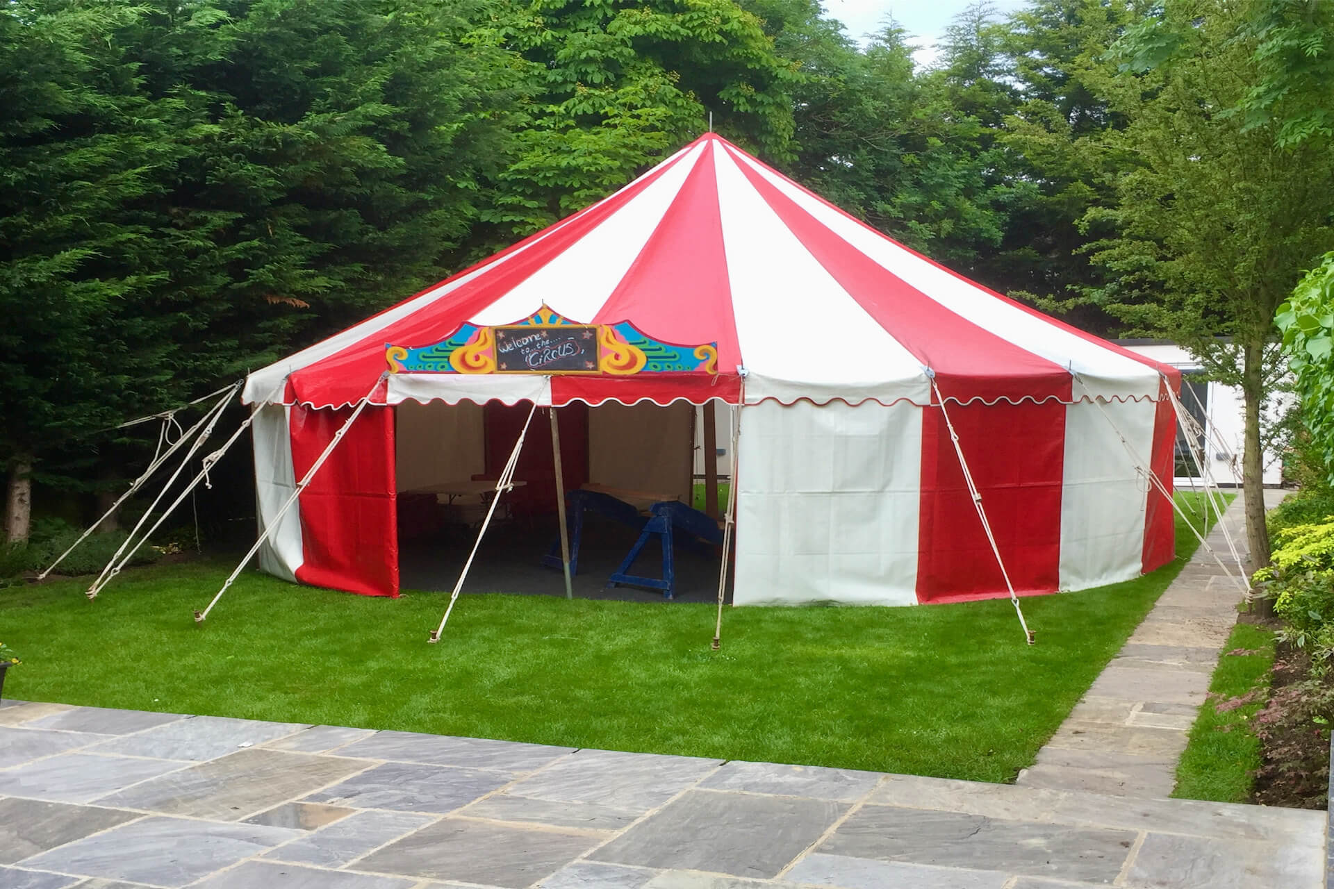 9m Red & white round marquee