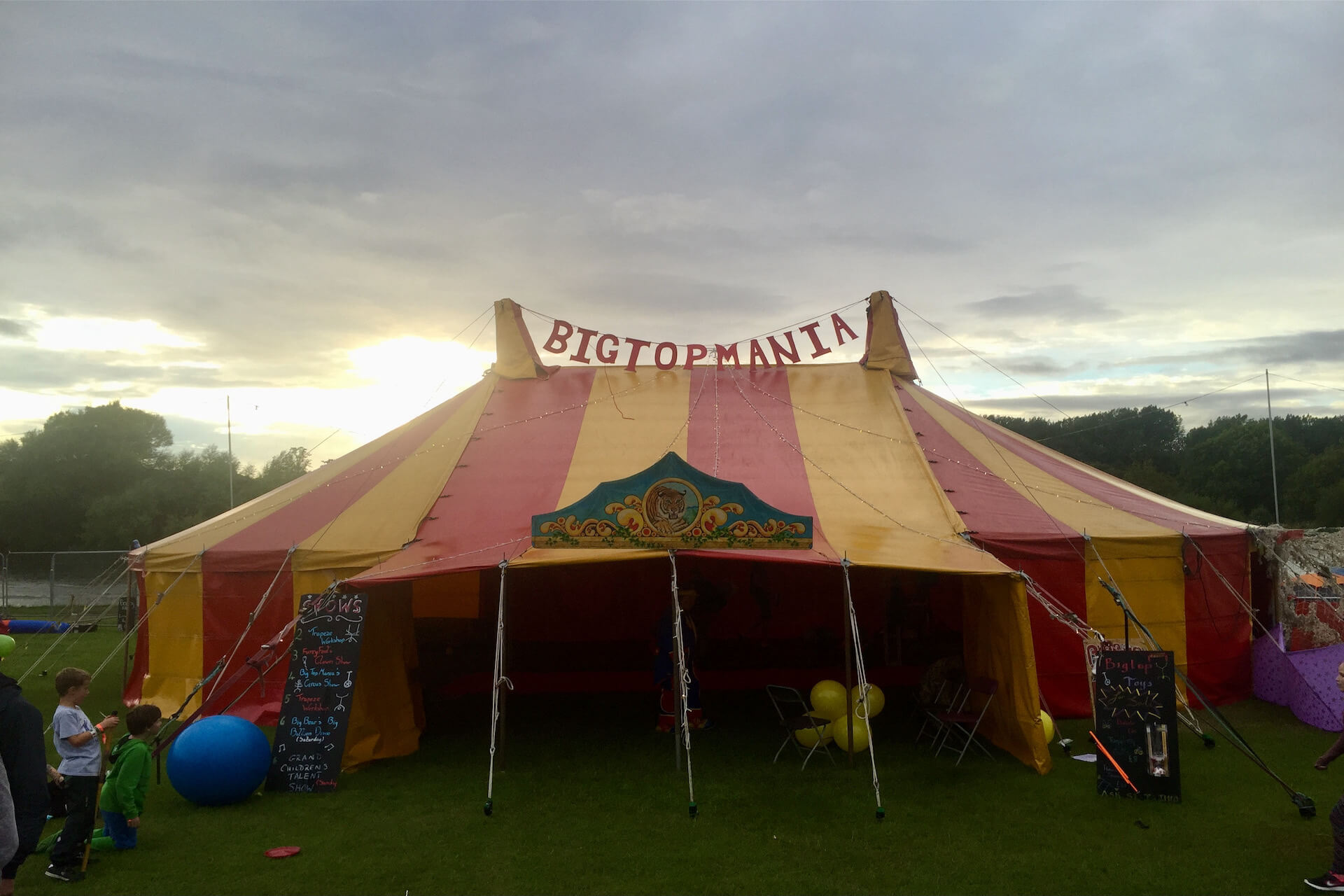 Hire a childrens show tent for an event