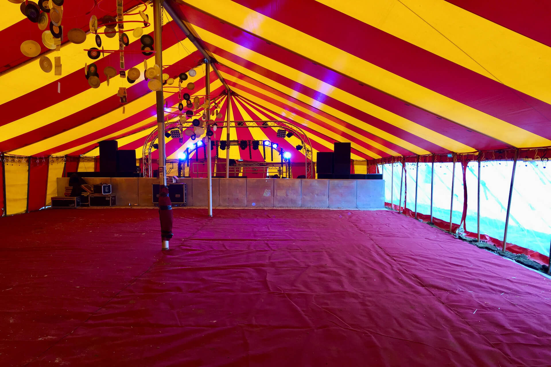 High capacity marquee stage