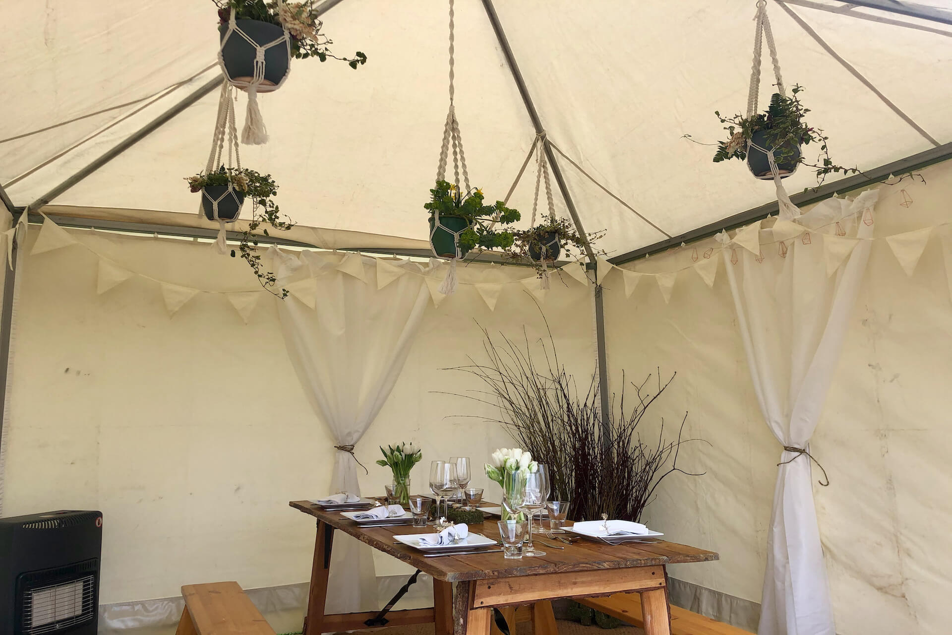 pretty styling accesories in tea-rose marquee