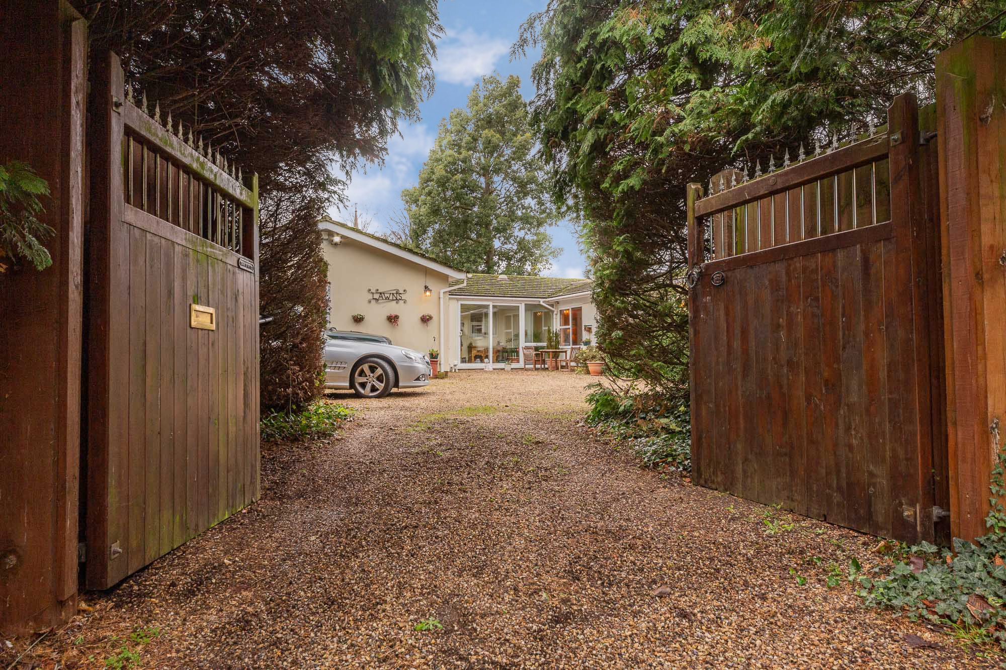 Joscelyne Chase Property Consultants have the pleasure of presenting property for Sale and Let in Braintree, the surrounding area and across North Essex & South Suffolk