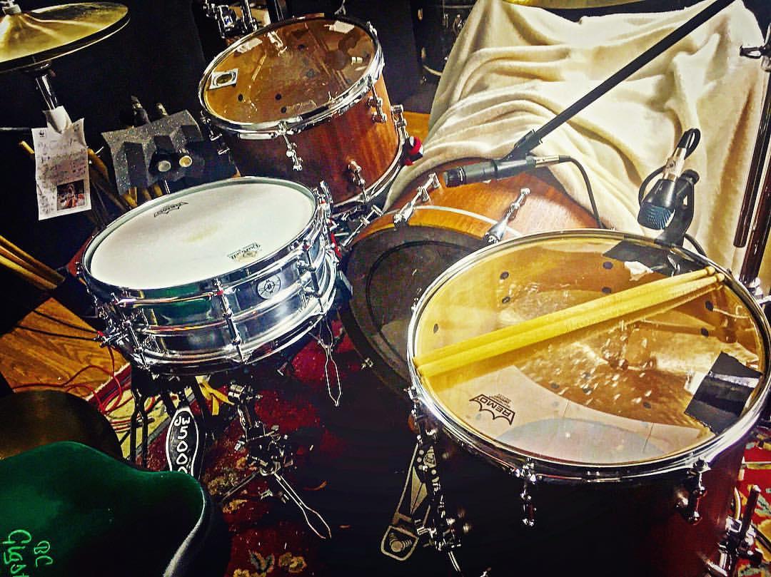 Mike-Dawson-Managing-Editor-for-Modern-Drummer-slingerland-bop-vistalite-slingerlandmcd-single-headed-single-headed-kit-rbh-3-ply-front-mcd-maple-ludwig-gig-kit-hybrid-kit-gaai-hybrid-65-slingerlands-68-ludwig-2-68-ludwigs-bucks-co-mahogany-creation-birch