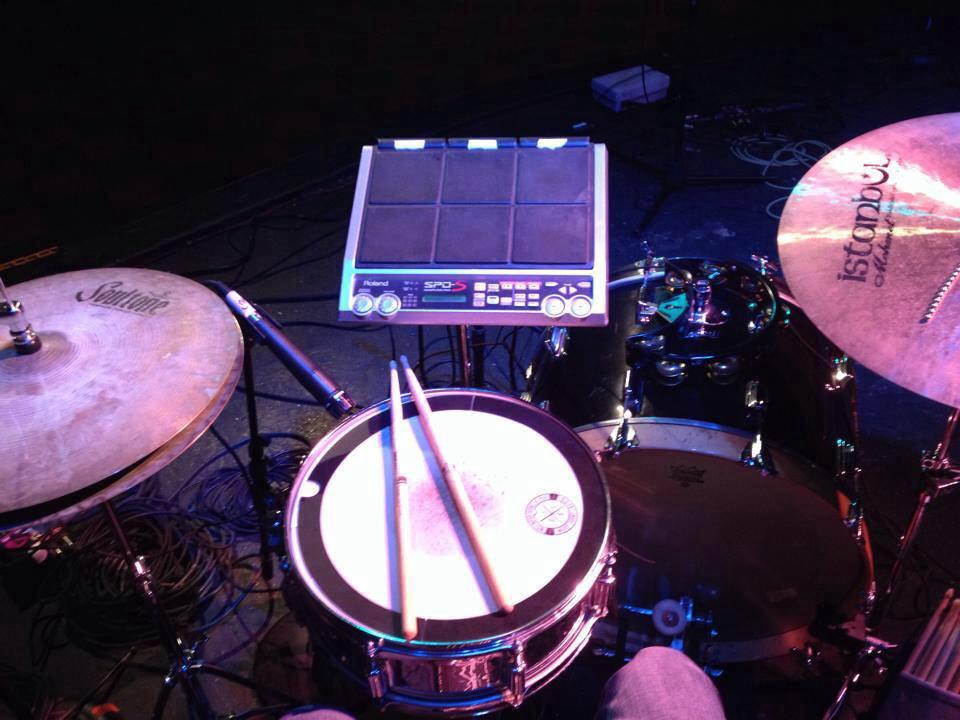 Mike-Dawson-Managing-Editor-for-Modern-Drummer-slingerland-bop-vistalite-slingerlandmcd-single-headed-single-headed-kit-rbh-3-ply-front-mcd-maple-ludwig-gig-kit-hybrid-kit