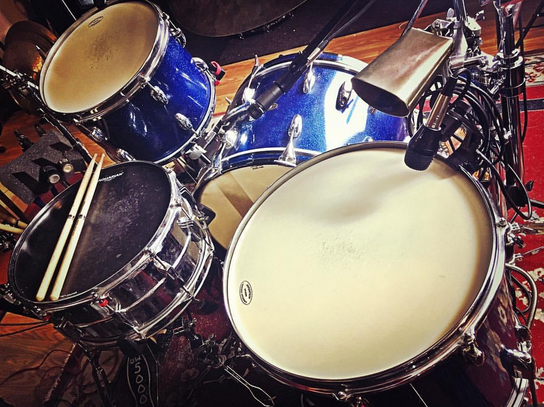 Mike-Dawson-Managing-Editor-for-Modern-Drummer-slingerland-bop-vistalite-slingerlandmcd-single-headed-single-headed-kit-rbh-3-ply-front-mcd-maple-ludwig-gig-kit-hybrid-kit-gaai-hybrid-65-slingerlands