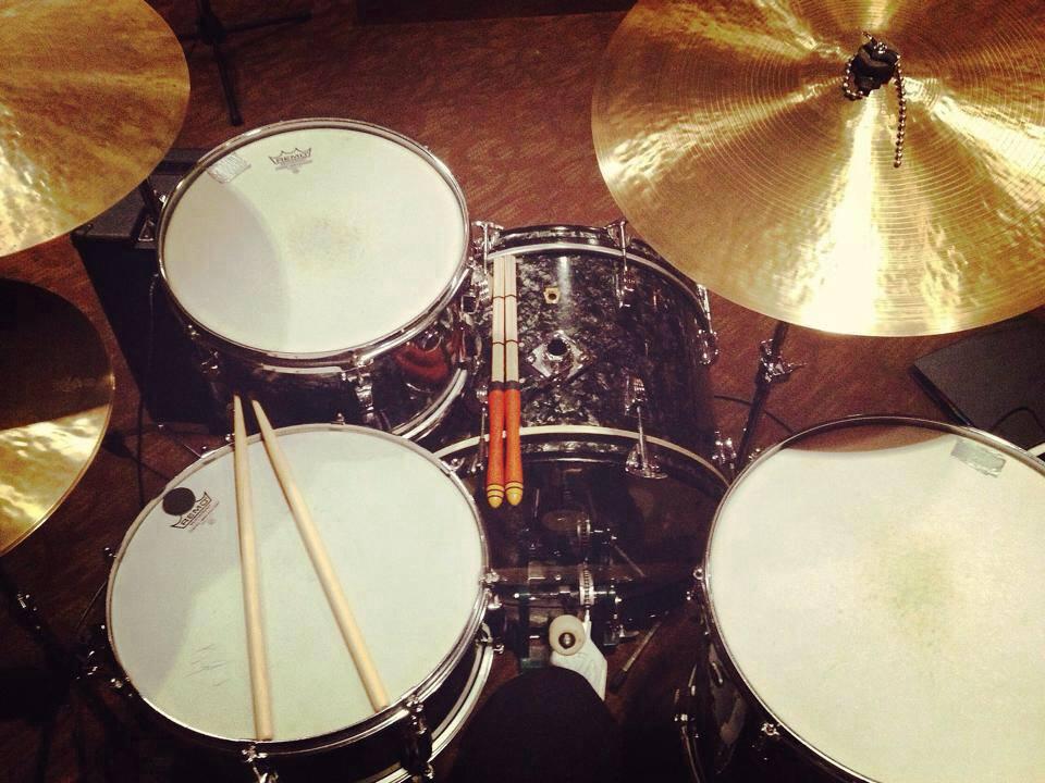 Mike-Dawson-Managing-Editor-for-Modern-Drummer-slingerland-bop-vistalite-slingerlandmcd-single-headed-single-headed-kit-rbh-3-ply-front-mcd-maple-ludwig-gig-kit