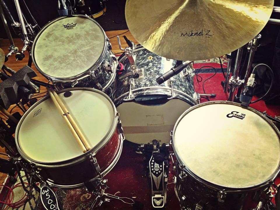 Mike-Dawson-Managing-Editor-for-Modern-Drummer-slingerland-bop-vistalite-slingerlandmcd-single-headed-single-headed-kit-rbh-3-ply-front-mcd-maple-ludwig-gig-kit-hybrid-kit-gaai-hybrid-65-slingerlands-68-ludwig-2-68-ludwigs