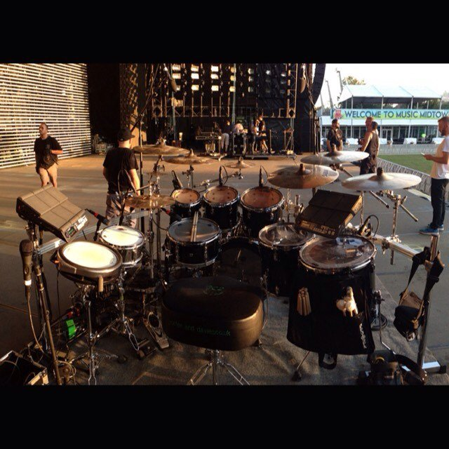 adrian-bent-clinic-pearl-drums-sabian-cymbals-evans-overhead-stage-drake