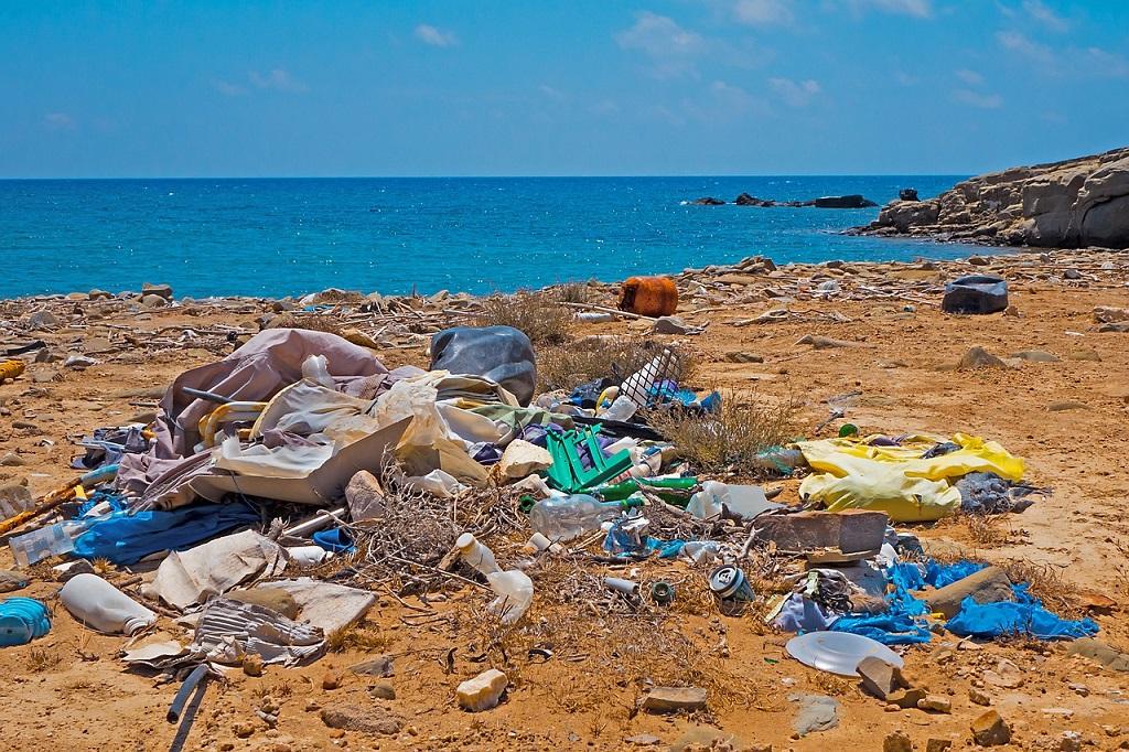 Organizações assinam compromisso global contra poluição plástica