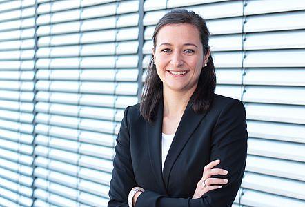 Portraitfotografie von Carolin Leyendecker - Projektmanagerin am IFH Köln