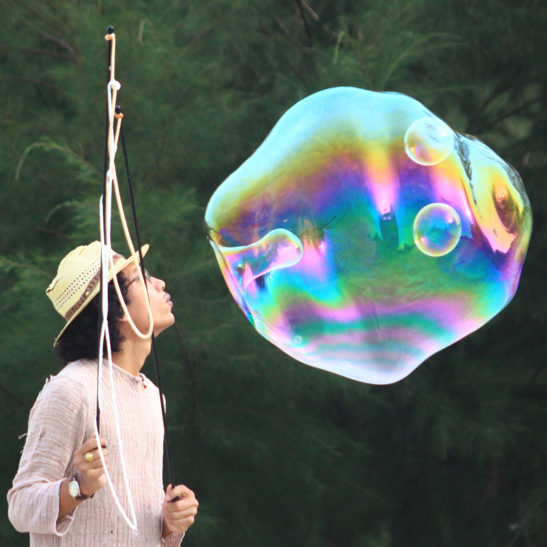 Kapten Buehbossa Soap Bubble Art