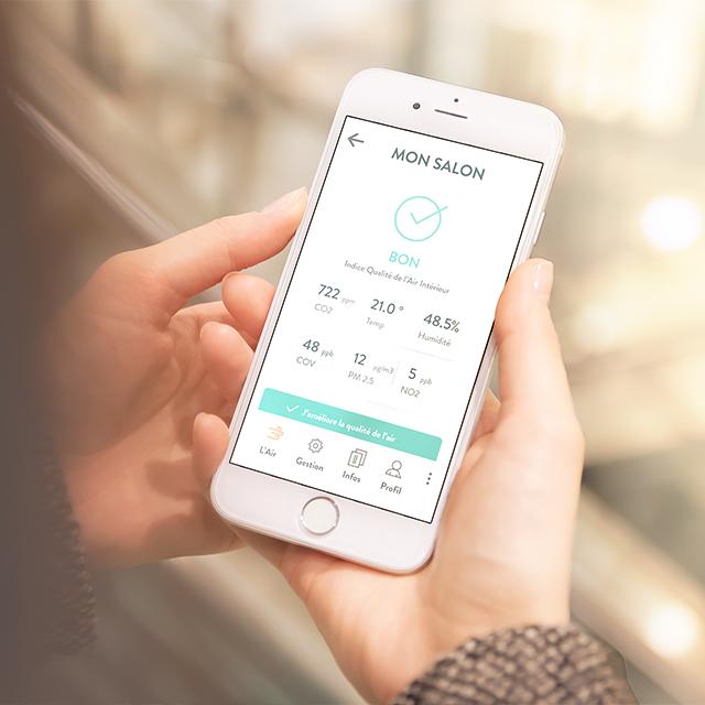 Application de gestion qualité de l'air pour occupants ouverte sur un smartphone