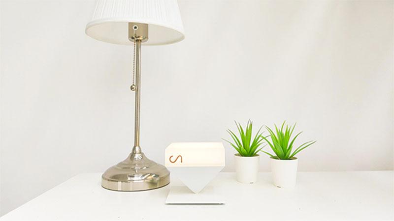 Capteur pyramide d'inversée posé sur un meuble d'un logement particulier