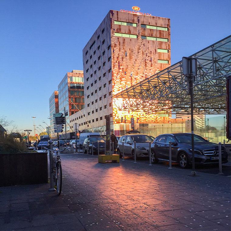 Vue extérieur d'un bâtiment dans le tertiaire - quartier Lille Europe