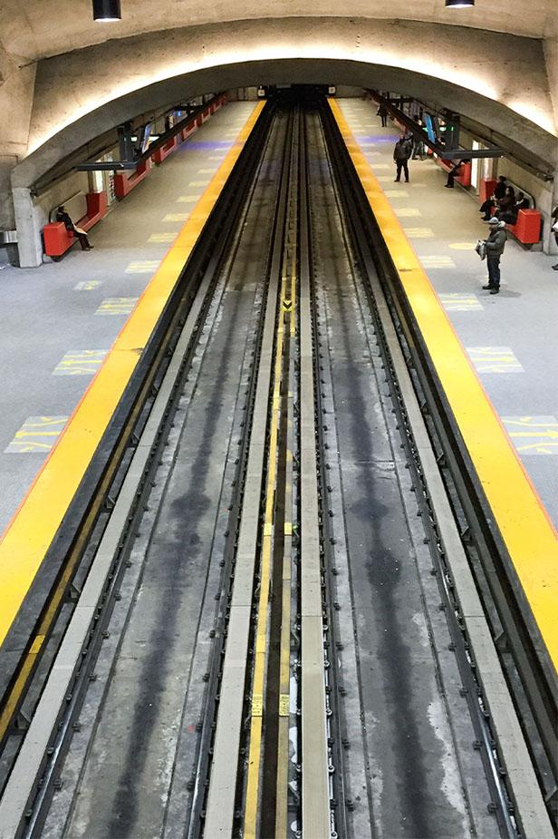 Quai d'une gare de métro