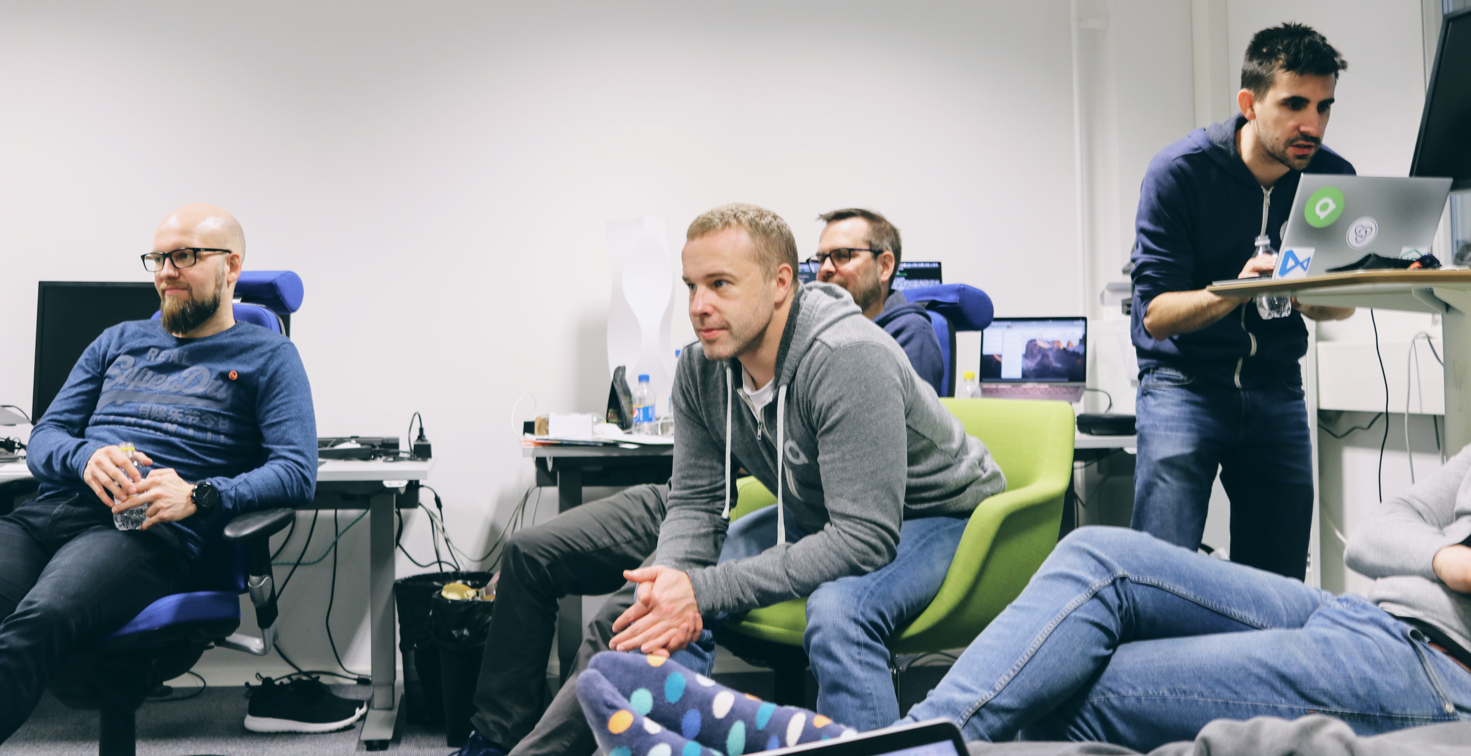 Anssi Soinu and Markus Suominen sitting on a couch.