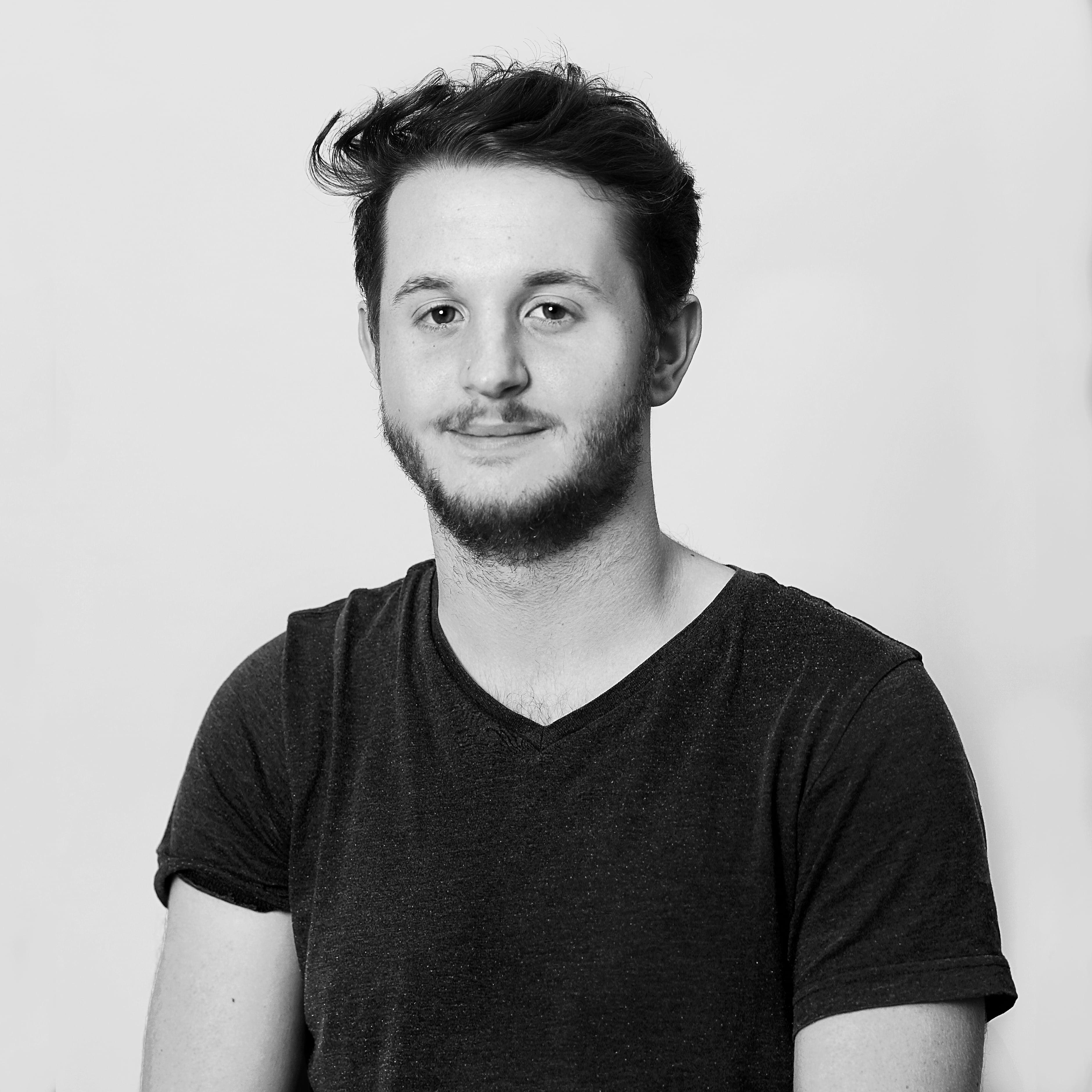 Photo potrait de Gaëtan Haefeli, web developper, designer et marketing digital créateur de Coloria Web