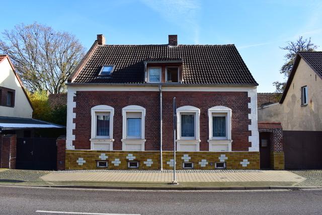 Einfamilienhaus mit schönem Grundstück in Elbeu