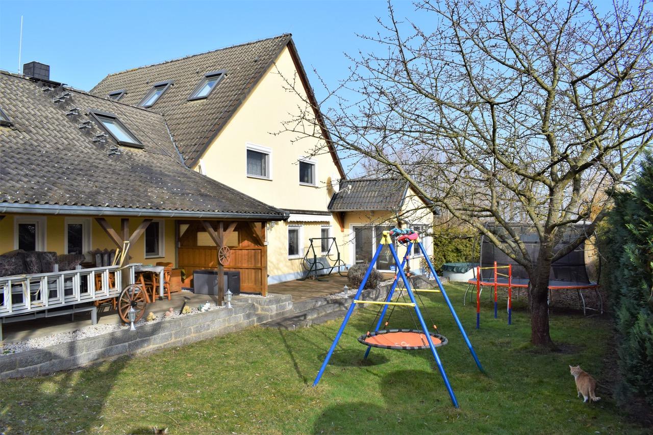 Großes Einfamilienhaus mit Einliegerwohnung in Grieben