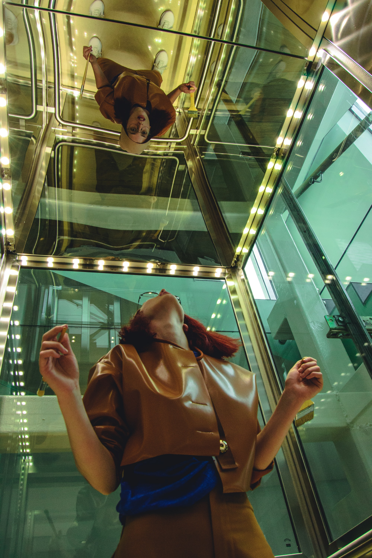 Une panne d'ascenseur se place aussitôt au centre de l'attention en générant stress et énervement.