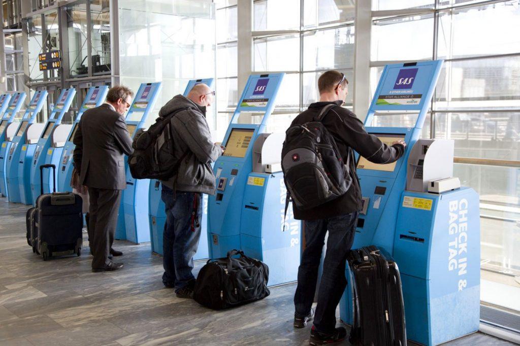 Autoatendimento no check in em aeroporto