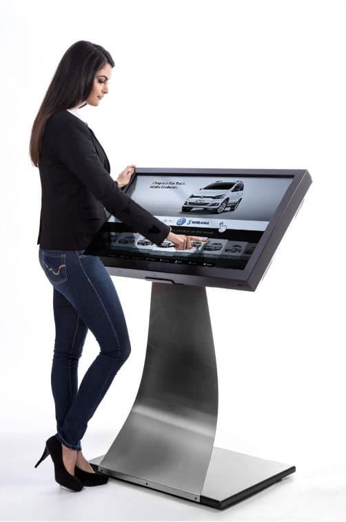 Totem com tela interativa de 32 polegadas