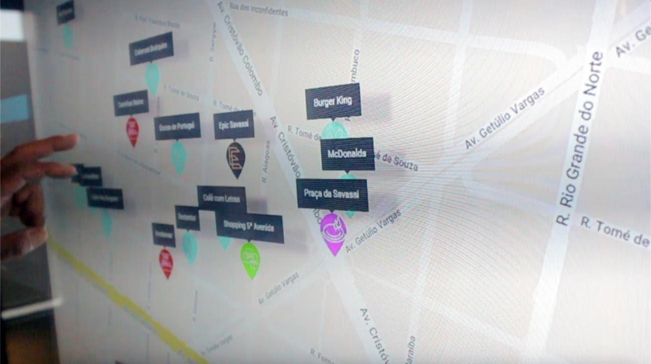 Mapa de localização no showroom de imóveis