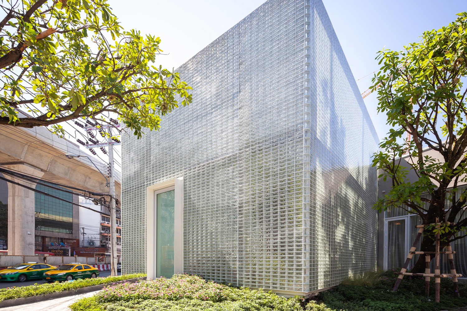 The Glass Fortress by Archismith Architects