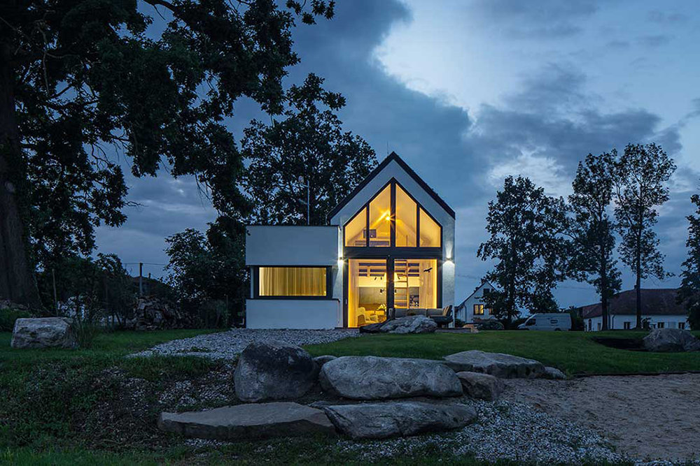 Compact Minimalist Home With The Nature