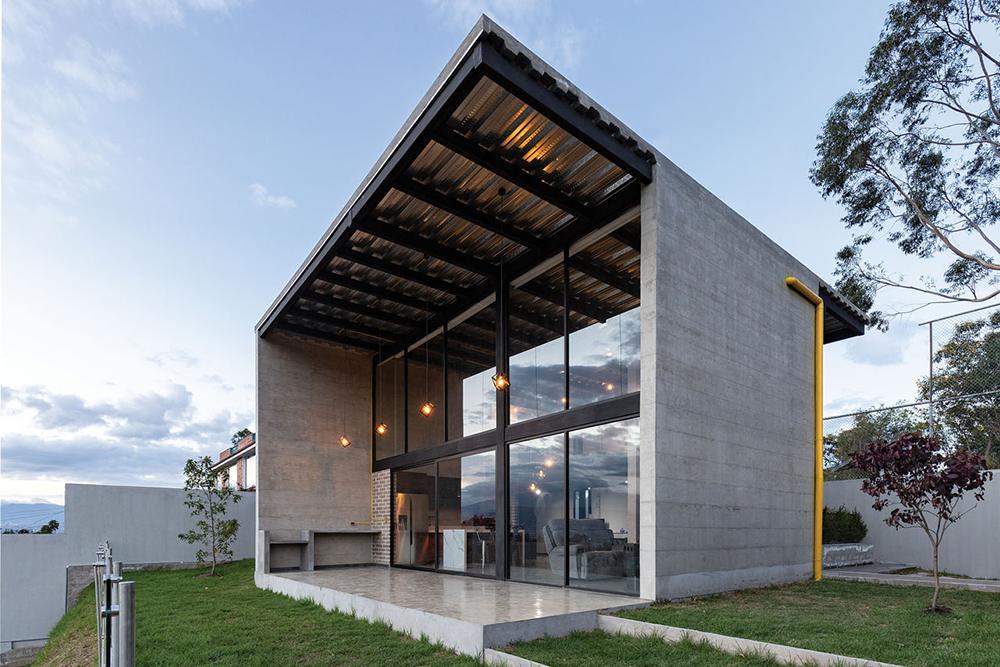 Ecuadorian Concrete Home For Live and Work
