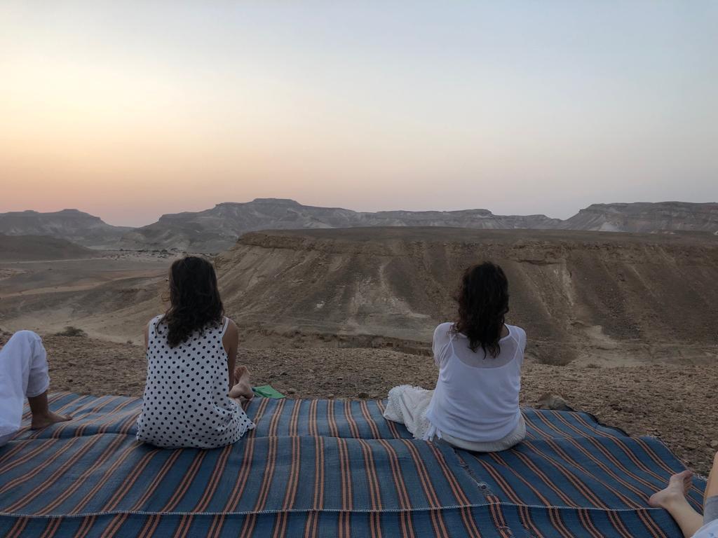 ריטריט יוגה ומדיטציה בלב המדבר צוקים