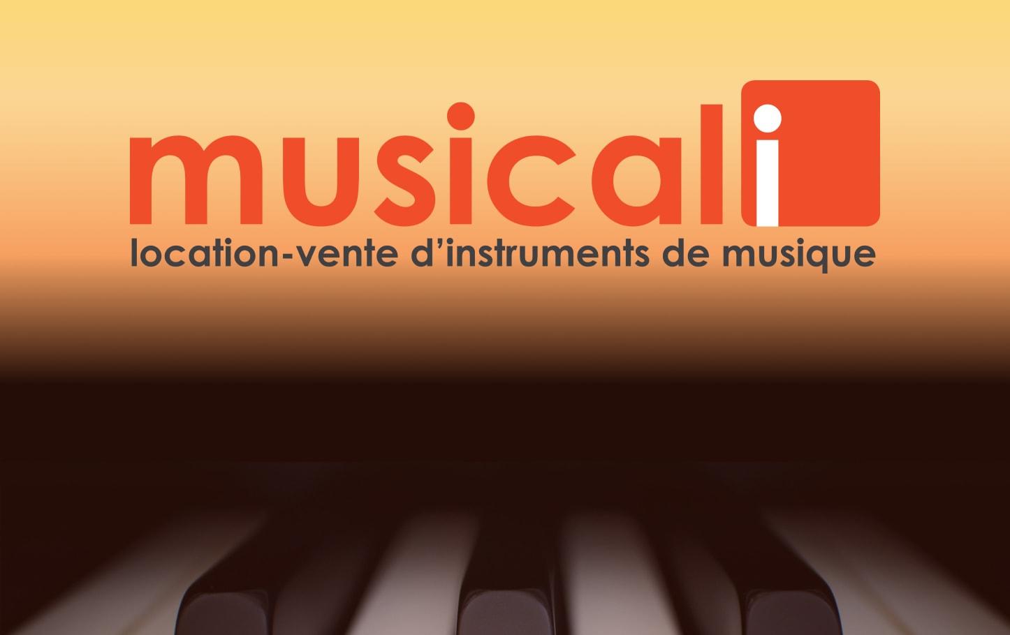 Montage Piano et logo Musicali