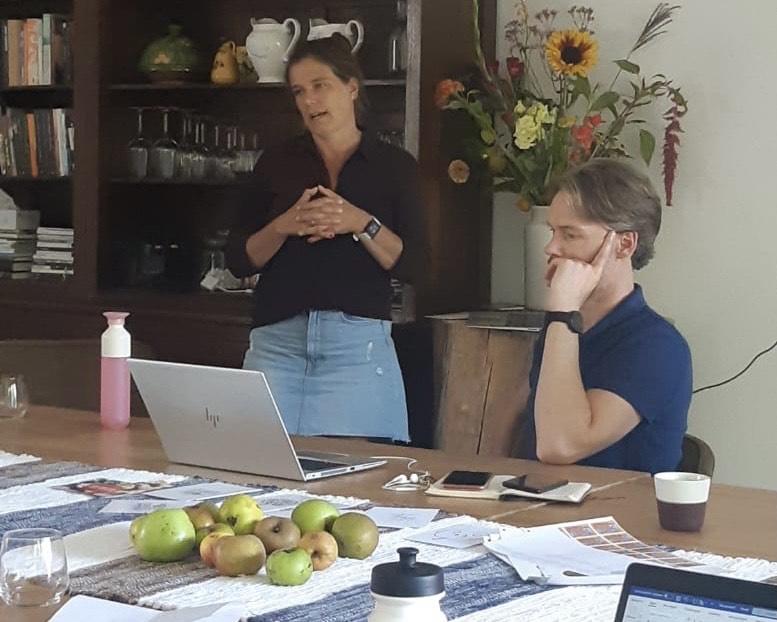 Hoe je met appelmoes en versgeplukte appels boeit, bindt en beweegt