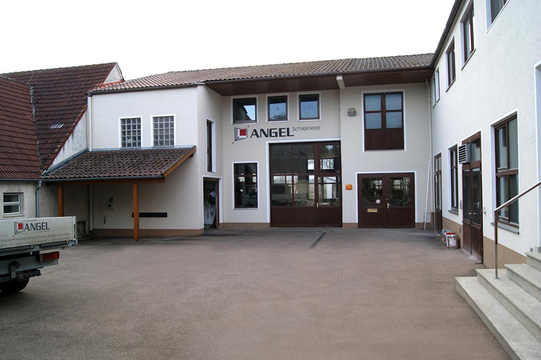 Hauptgebäude der Schreinerei Angel.