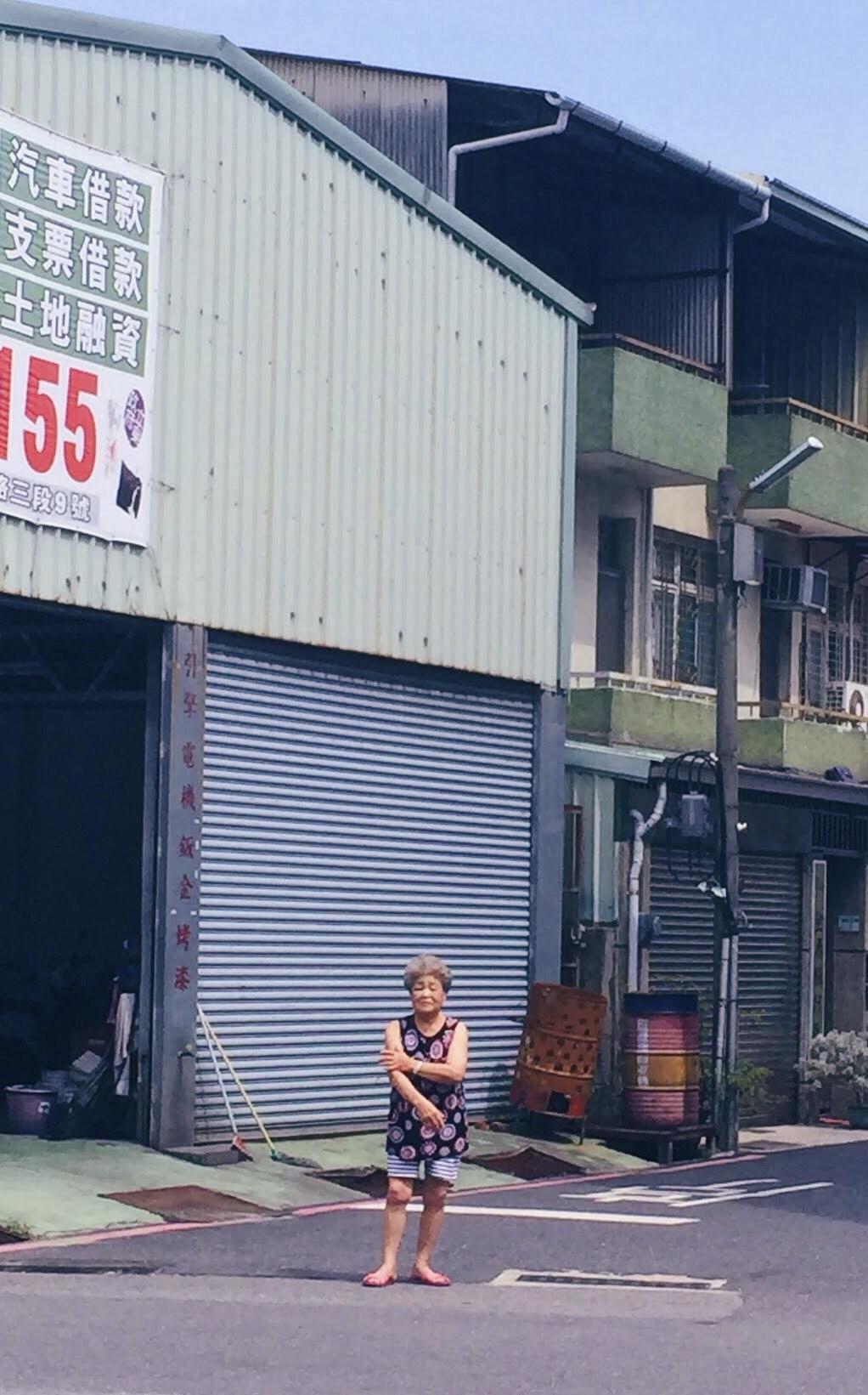 Jun's maternal grandmother from a distance.