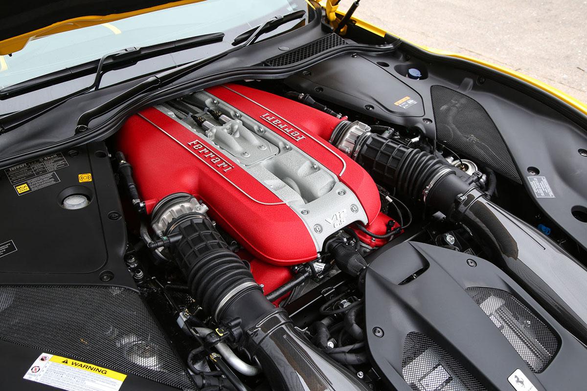 Motor Ferrari V12