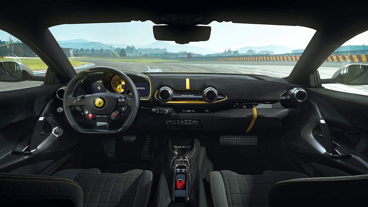 Interior Ferrari 812 Competizione