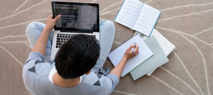 Risiko Belajar Online di rumah Tanpa Adanya Sistem yang Jelas