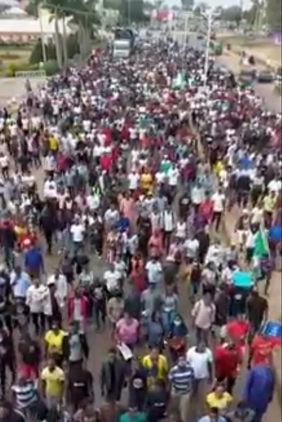 Youth hunger protests in Nigeria turned into a protest against police brutality.