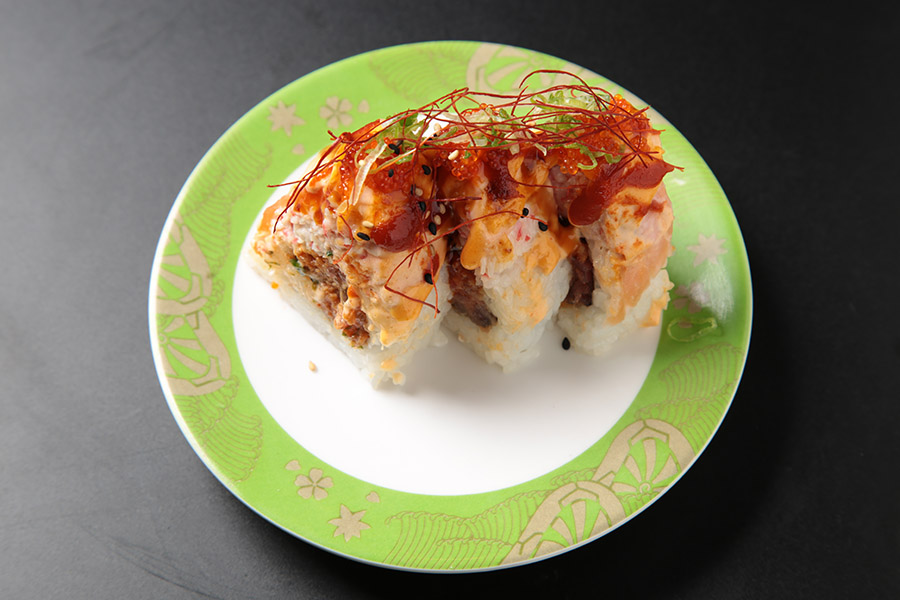 9 pcs spicy tuna roll topped with crab meat, salmon, baked with spicy sauce and tobiko