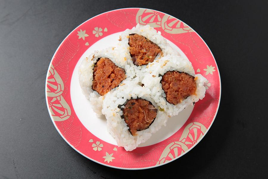 8 pcs spicy tuna, green onion