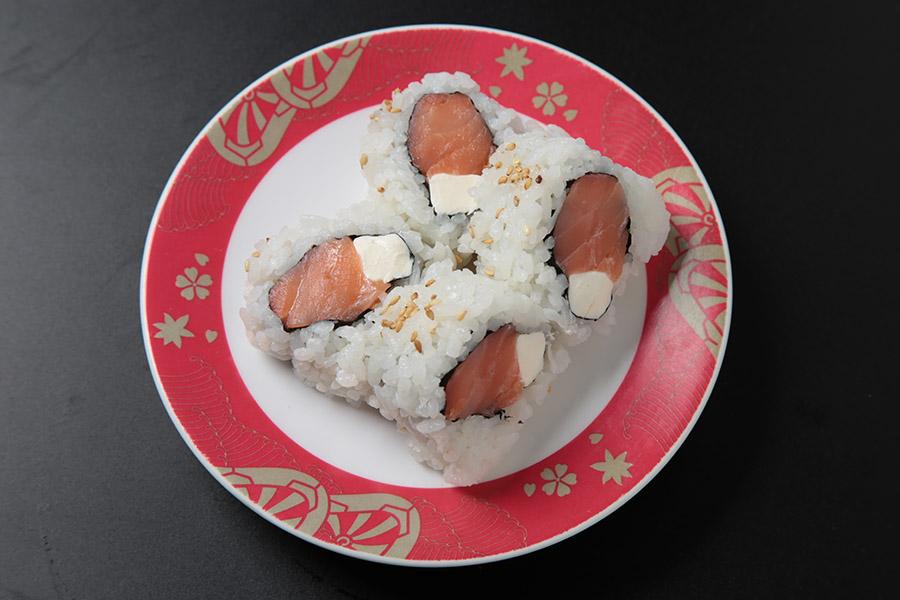 8pcs smoked salmon with cream cheese