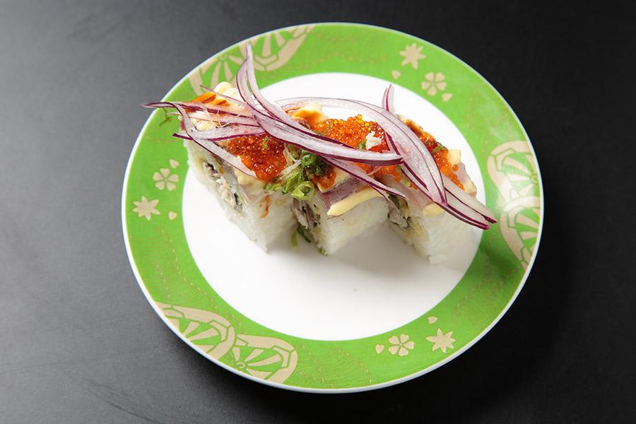 deep fried yellowtail roll topped w/ seared yellowtail, onion & tobiko