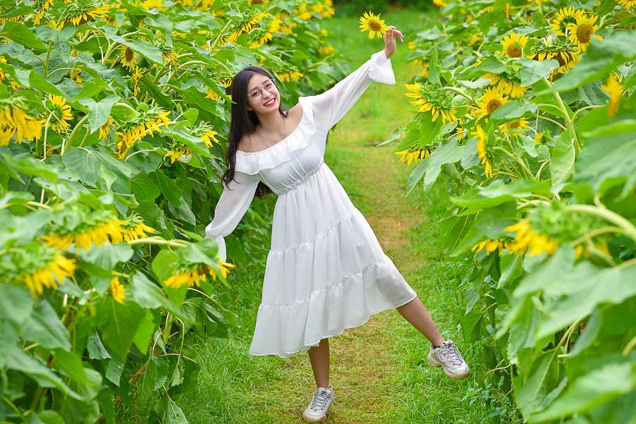 Cách chụp ảnh với hoa hướng dương, chụp ảnh hoa hướng dương mặc gì và cách  tạo dáng   Blog